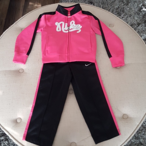 huge selection of e987e aa493 Toddler girl nike sweatsuit. M 59cc3a6c6d64bc3026004565