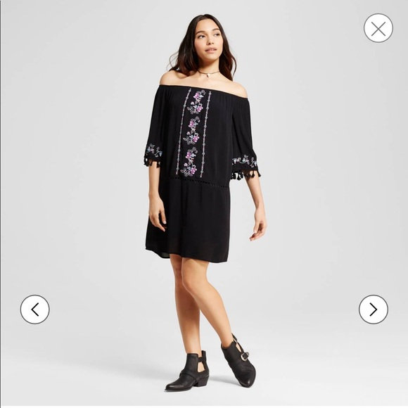 Xhilaration Dresses & Skirts - Xhilaration Boho Off Shoulder Embroidered Dress