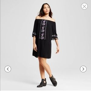 Xhilaration Dresses - Xhilaration Boho Off Shoulder Embroidered Dress