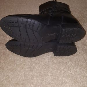 ebfc6009fb56a Clarks Shoes - Black Friday Sale! Clarks Plaza Square Boots