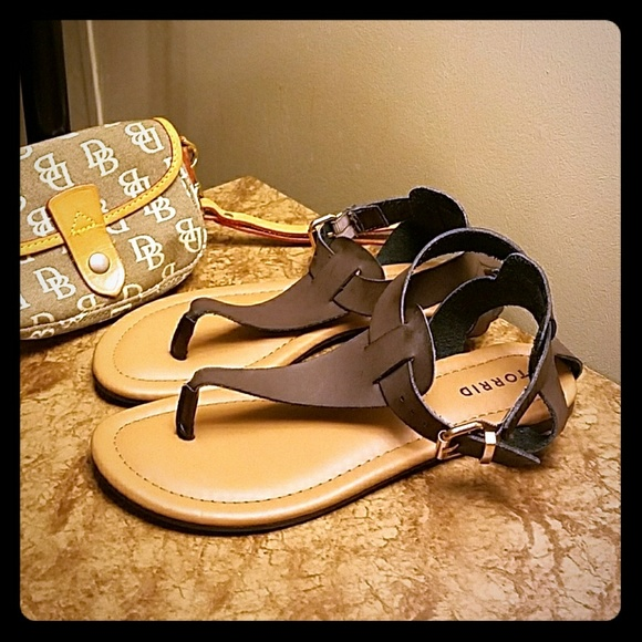 1723e6f5091 Torrid sandals brown. M 59cc71366d64bcca26011e37