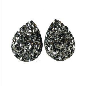 Jewelry - 3 for 15🎀flat rocky grey faux druzy teardrop stud