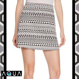 AQUA Stunning Blk/Wht Geometric Mini A-Line Skirt