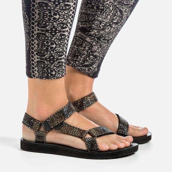 ce26496f24c Teva Snake Skin Reptile Print Sandals Women s 10. M 59cd057436d5944eec0229bf