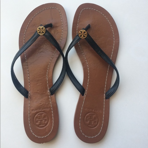 1e59a6086e30 Tory Burch Terra Black Leather Flip Flops 6.5. M 59cd27d2c6c795e30602a78c