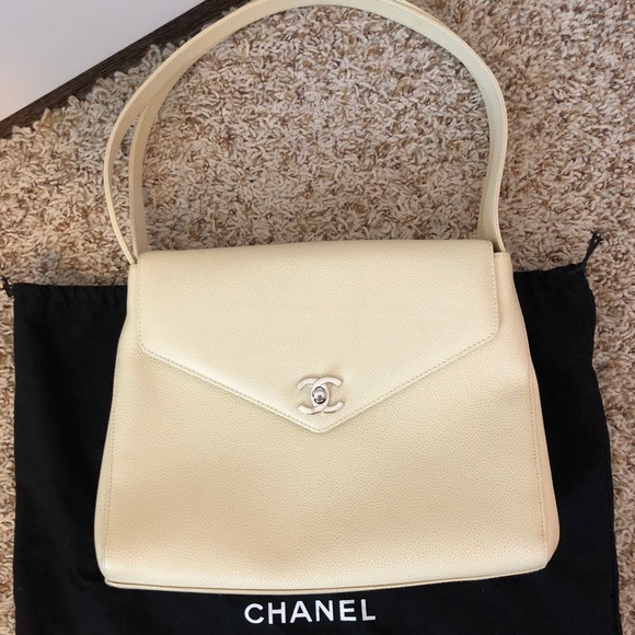 0d7026fd5735 CHANEL Handbags - Cream vintage Chanel kelly purse