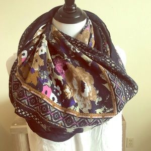 Accessories - Pretty Floral Infinity Scarf! ❤️