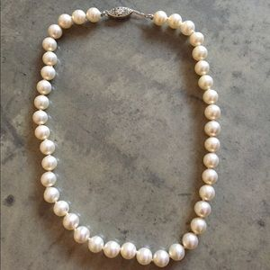 Jewelry - Faux pearl choker necklace