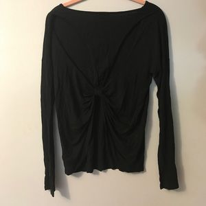 Cut out back long sleeves tee
