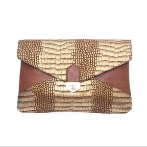 Handbags - 🆕 Coffee Crocodile Look Clutch