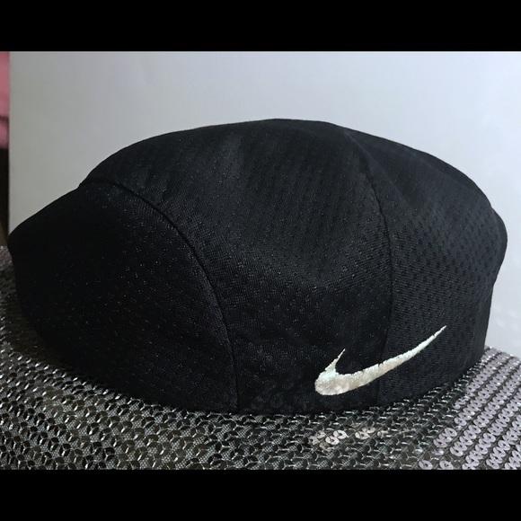 4c11ba5c985 Nike page boy  flat cap white and black sz large💕.  M 59cdd0524e95a3b6c20010de