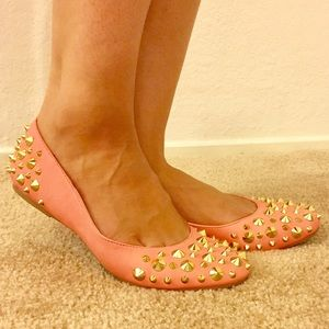 Salmon flats with gold spikes