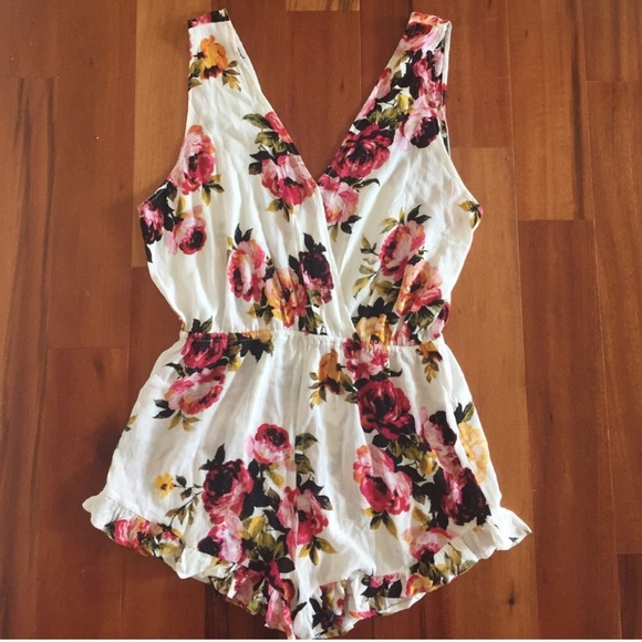 212aa8d764cc Kendall   Kylie pacsun floral romper NWT