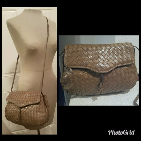 0a6d8b7ec641 Bottega Veneta Handbags -  3k BOTTEGA VENETA Taupe Woven Shoulder Bag Purse