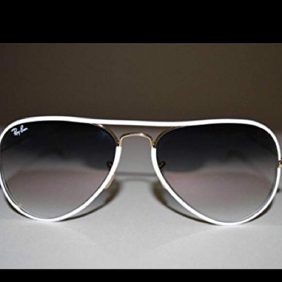 a7504e56f Ray-Ban Aviator with White Lining and Gold Frame. M_59ce91369c6fcf9b700187a0