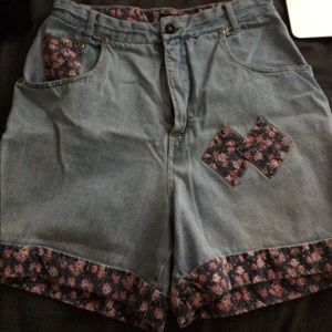 Vintage blue Floral shorts. Says size 11/12