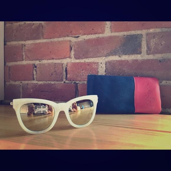 """6d109cc175 Le Specs Accessories - ✨ Le Specs """"le Debutante"""" Wht Marble Gold ✨"""
