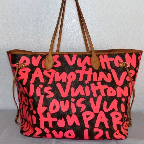 89540cb0ed61 Louis Vuitton Handbags - Louis Vuitton graffiti GM