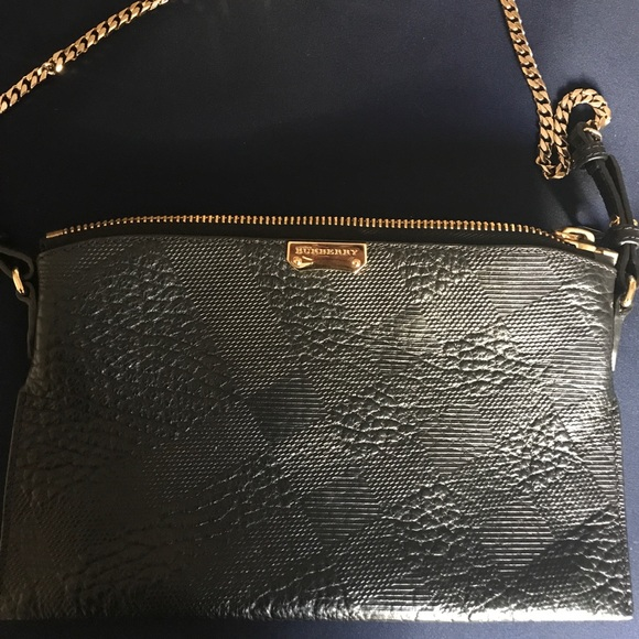 Burberry Handbags - Authentic Burberry Peyton black leather purse 2824939256fcf