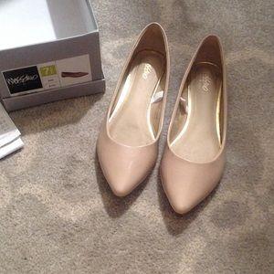 Ballet flats w/ slight heel