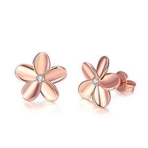 Jewelry - Rose Gold Swarovski flower stud earrings NEW