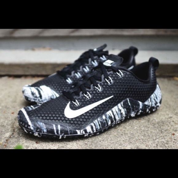 3328914724b8 ... where to buy nike free trainer 1.0s black white aa68d ab473