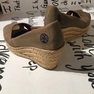 25ade6613f0 Tory Burch Shoes - EUC Tory Burch wedges made in Spain
