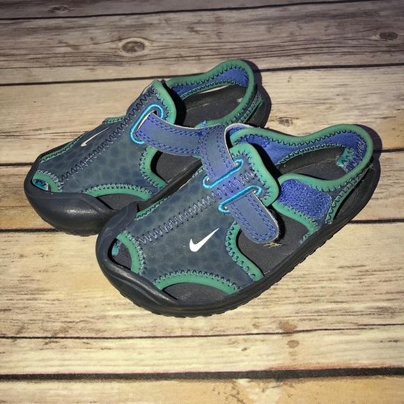 70ed77dedf1266 Kids Nike Water Shoes Sandals. M 59cfac20b4188e25e304c79e