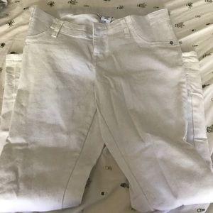 Liz Lange white Maternity skinny Jeans