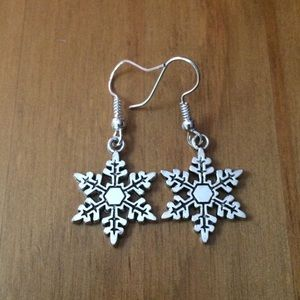 Jewelry - NWOT Snowflake Earrings