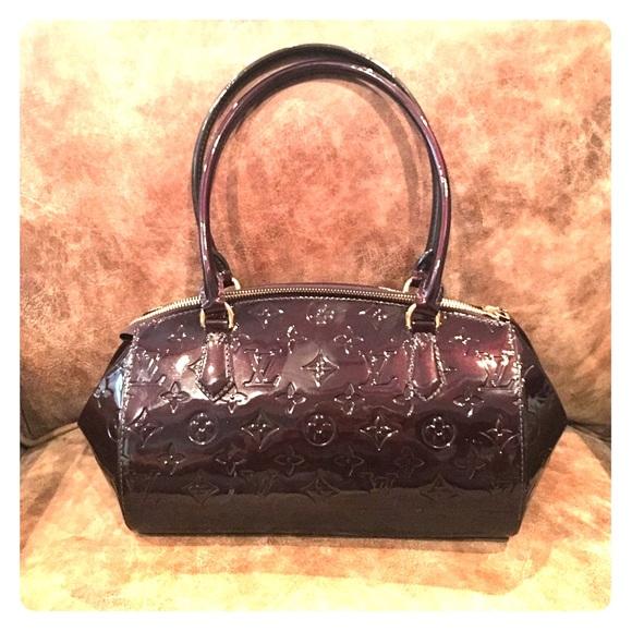 336f2cb098ee Louis Vuitton Handbags - Amarante Monogram Vernis Sherwood PM Bag