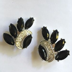 SARAH COVENTRY Vintage Clip On Black Earrings