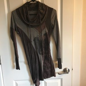 Salvage top size M. Fits like a S. worn twice.