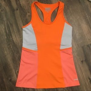 Workout top with built-in bra