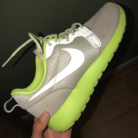 Nike Hypofuse Reflective Roshe Run Size 7