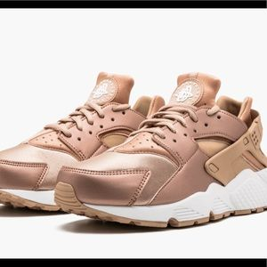 Nike Air Huarache Run *RARE COLOR* Rose Gold