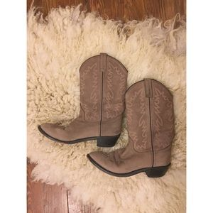 Soft leather cowboy boots with beautiful detail