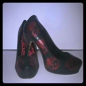 Iron fist ( just fab) black heel with red skulls