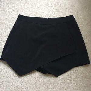 Dresses & Skirts - Kensie Black skort