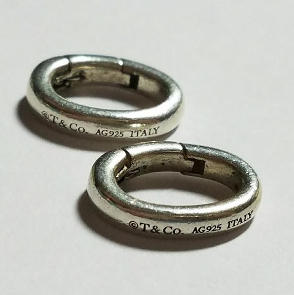 c55b3e6c597b4 Tiffany & Co Jump Ring Oval Hook Charm Bail