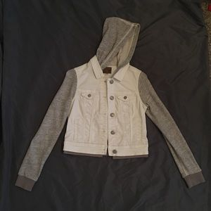 American Eagle denim jacket with gray sleeves