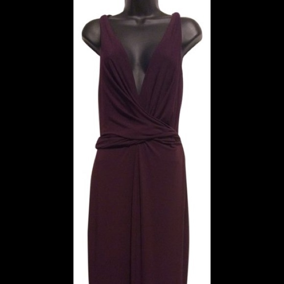 Vera Wang Dresses & Skirts - Vera Wang Gold Label Burgundy Plunge Dress