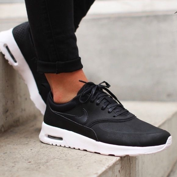 8bb2289925b NIKE BLACK AIR MAX THEA SNEAKERS 8 Faux Leather. M 59d05f84680278554d07cd98