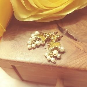 Jewelry - Gold tone & faux pearl wine grape clusters