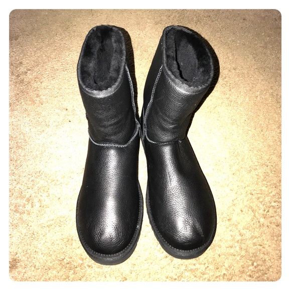 c0318ae68ea Men's Ugg Boot / Black Leather Classic Short