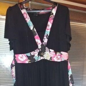 💲💲Black dress with floral trim
