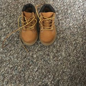 INFANT/'S BOY,S TIMBERLAND CRIB BOOTIES AND HAT BNIB       14