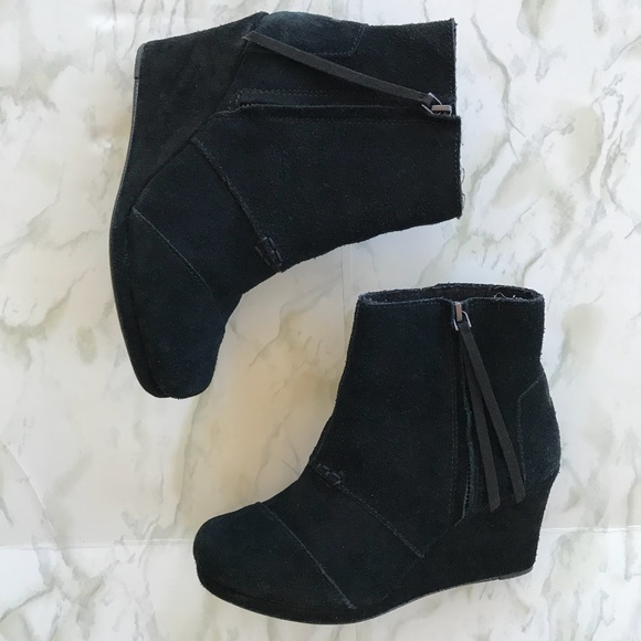 f5638f61452 TOMS Desert Wedge Black Suede Zip Ankle Boots 6.5.  M 59d12c72b4188e6b0a09d014