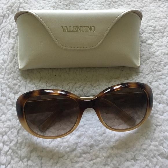 d6b7e9b2c7 Gorgeous Tortoise Shell VALENTINO Sunglasses 🕶