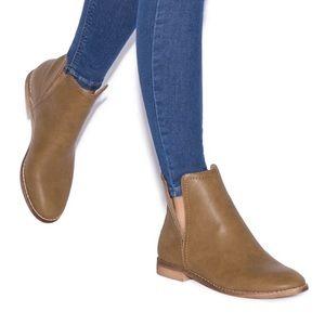 NWT ShoeDazzle Jazlynn Tan Booties Size 10